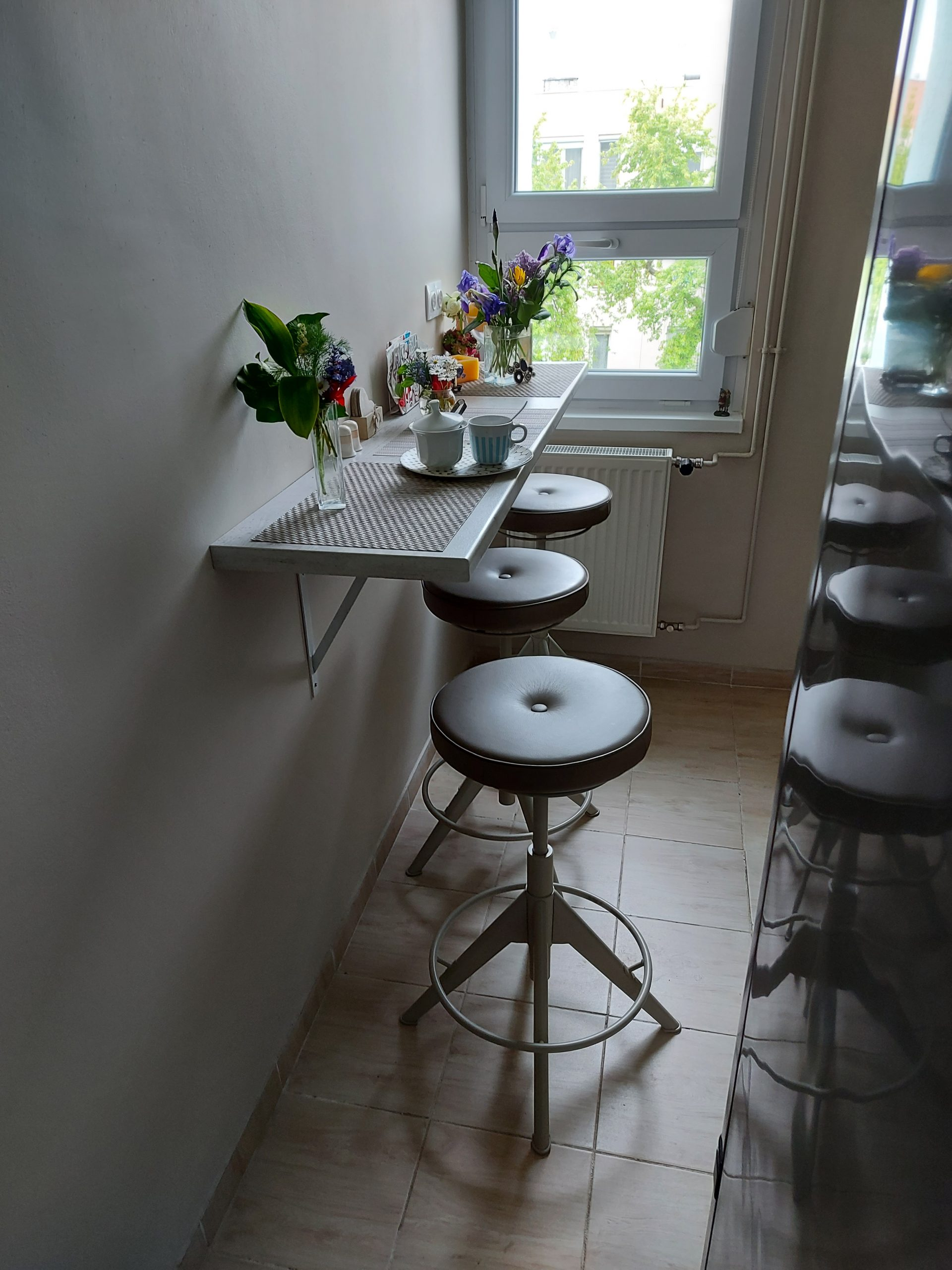 Konyhabútor étkezőpulttal